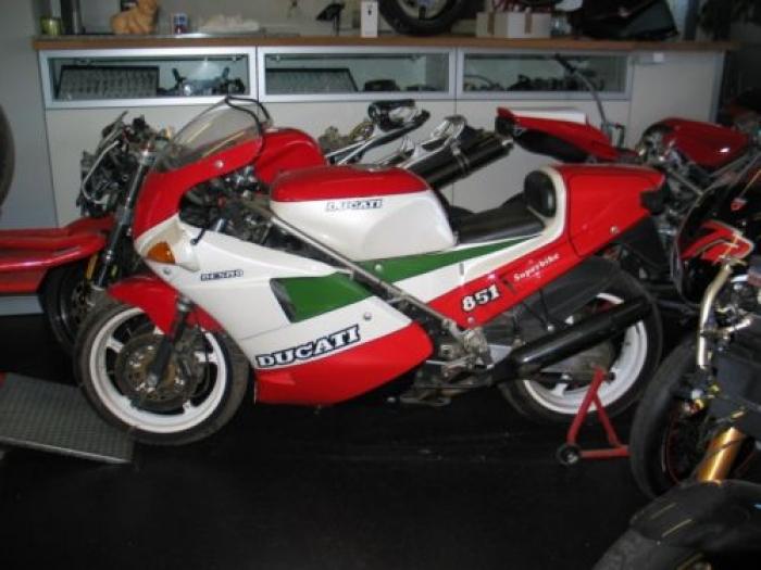 the crankcase. ducati 851 superbike tricolore 1988 strada kit not